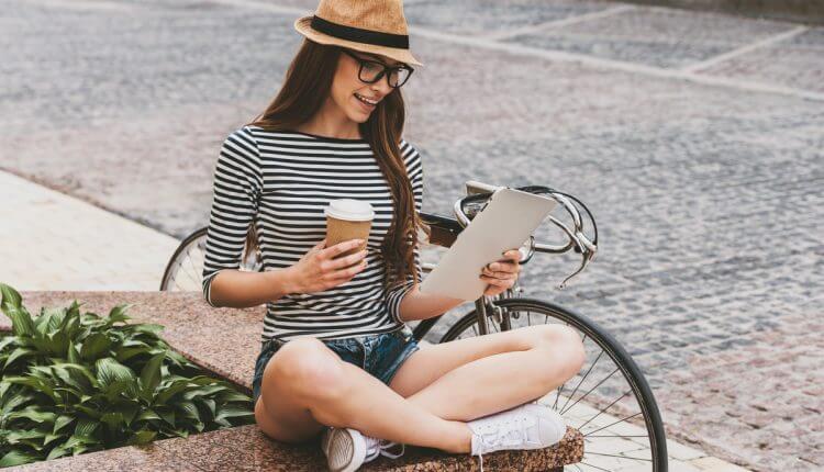 Girl Reads Erverywhere